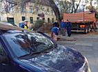 Oszlopot döntött az autóra Miskolcon - boon.hu