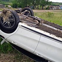 Felborult egy Mercedes Nyékládházánál - boon.hu