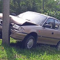 Villanyoszlopnak hajtott egy Opel Felsőzsolcán - boon.hu