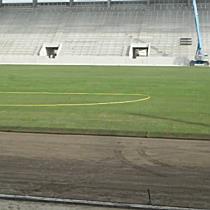 Elkezdődött a Diósgyőri Stadion pályájának füvesítése I. - boon.hu