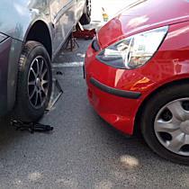 Parkoló autókat zúzott le egy Honda Miskolcon - boon.hu