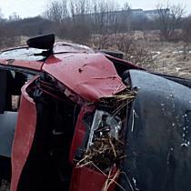 Oldalára borult egy Fiat a 26-oson - boon.hu