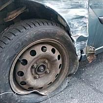 Kátyú miatt ütközött három autó Miskolcon - boon.hu