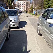 Toyota oldalát húzta végig egy Peugeot Miskolcon - boon.hu