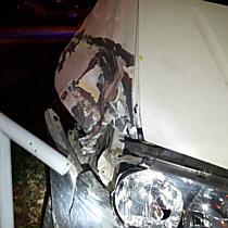 Parkoló autókat és cégtáblát rombolt egy furgon Miskolcon - boon.hu