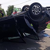 Három autó ütközött, az egyik felborult Miskolcon - boon.hu
