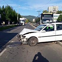 Villamossínen landolt az Opel Miskolcon - boon.hu