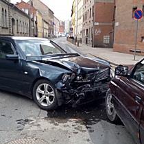 Fél frontális ütközés Miskolc belvárosában - boon.hu