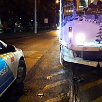 Adventi villamossal ütközött egy BMW Miskolcon - boon.hu