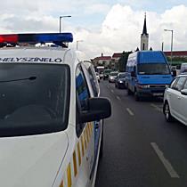 Astra oldalát húzta meg a teherautó Miskolcon - boon.hu