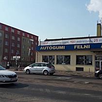 Araszolgatnak az autók a miskolci József Attila úton
