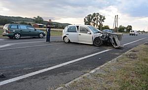 Škoda ütközött a Forddal frontálisan Nyékládházánál, többen megsérültek - boon.hu