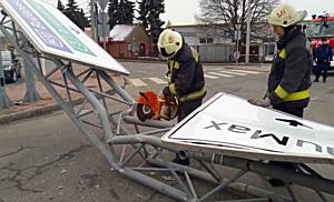Állványt szaggatott egy teherautó Miskolcon II. - boon.hu