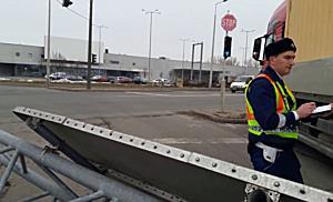 Állványt szaggatott egy teherautó Miskolcon I. - boon.hu