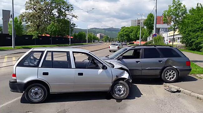 Eltűnt a Suzuki eleje a miskolci balesetben - boon.hu