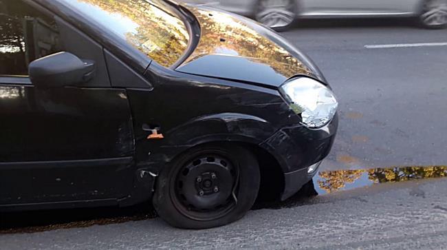 Villanyoszlop fogta meg az Opelt Miskolcon - boon.hu