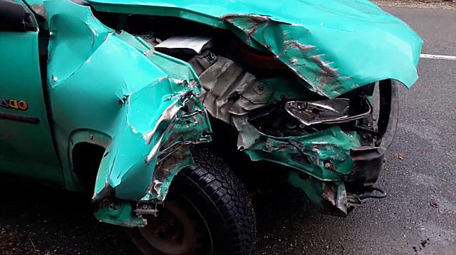 Villanyoszlopnak csúszott egy Opel Lillafüreden - boon.hu