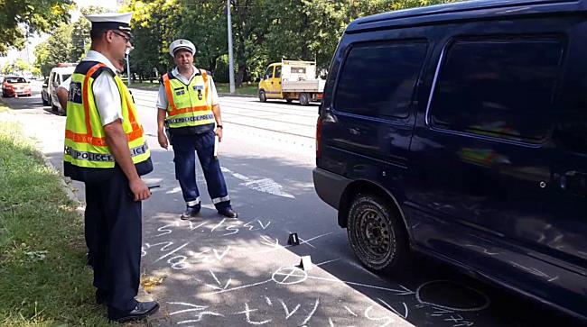 Rendőrautóba ütközött egy Nissan Miskolcon - boon.hu