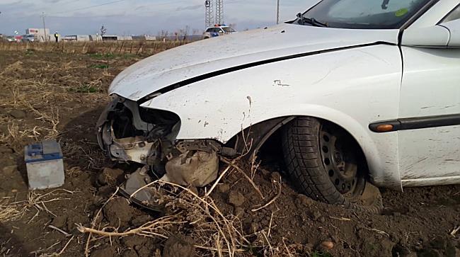 Szántóföldre szánkózott az Opel Szikszónál a 3 as főúton - boon.hu
