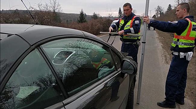 Busz elöl kilépő gyermeket ütött el a Peugeot Miskolcon - boon.hu